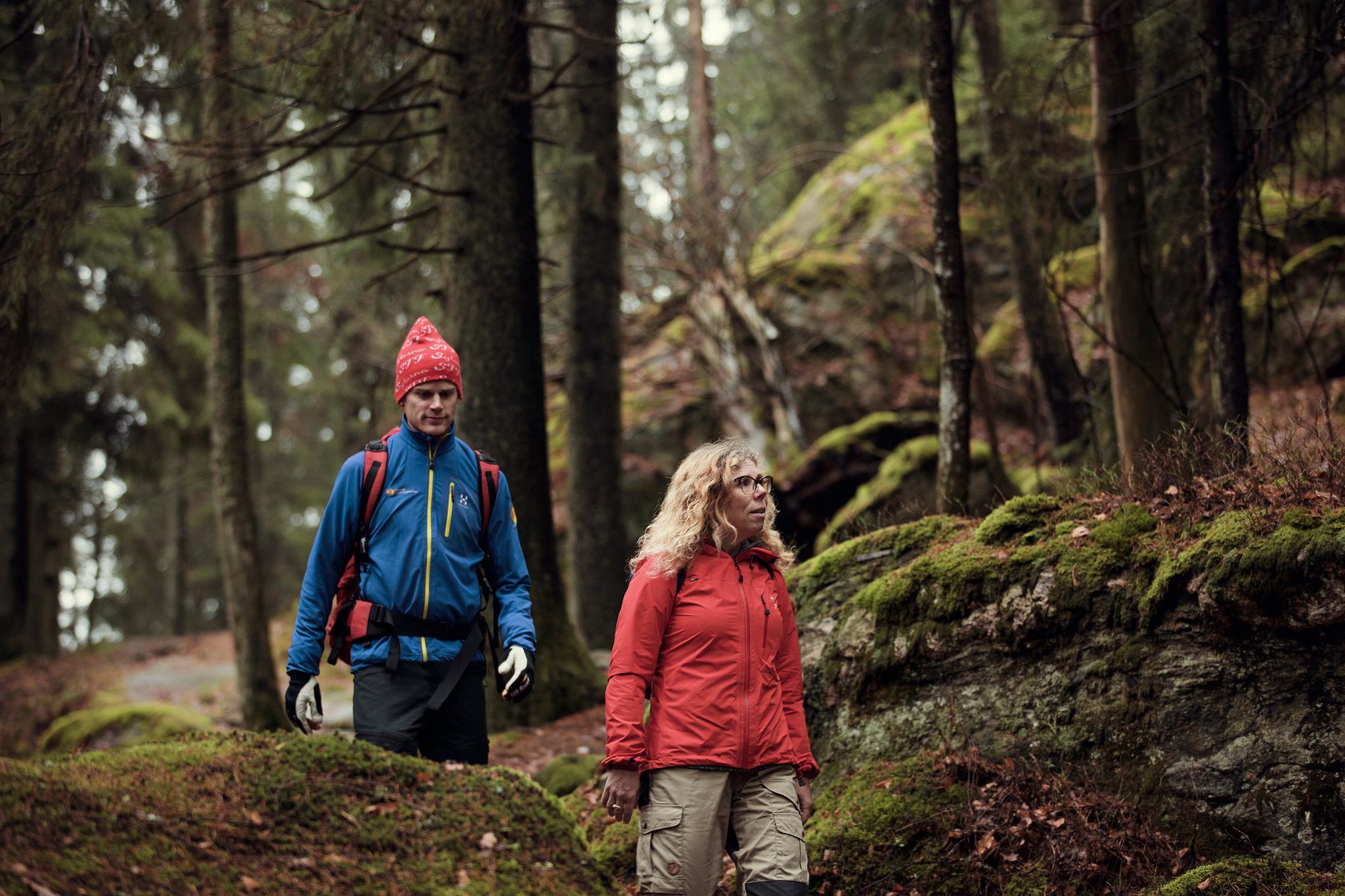 Bild på två vandrare
